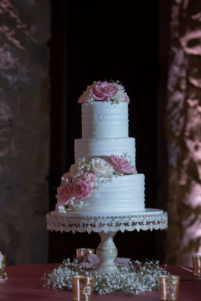 Wedding cake It's Tasty Too | Classic Pink and White Wedding Bella Collina Kathy Thomas Photography Anna Christine Events